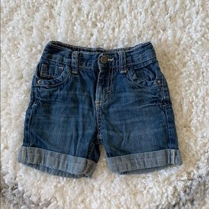 Oshkosh shorts size 12 months